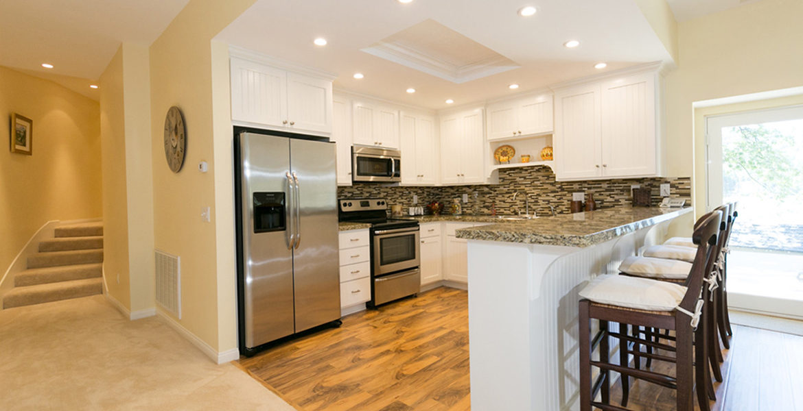 716-oak-point-guestwing-kitchen