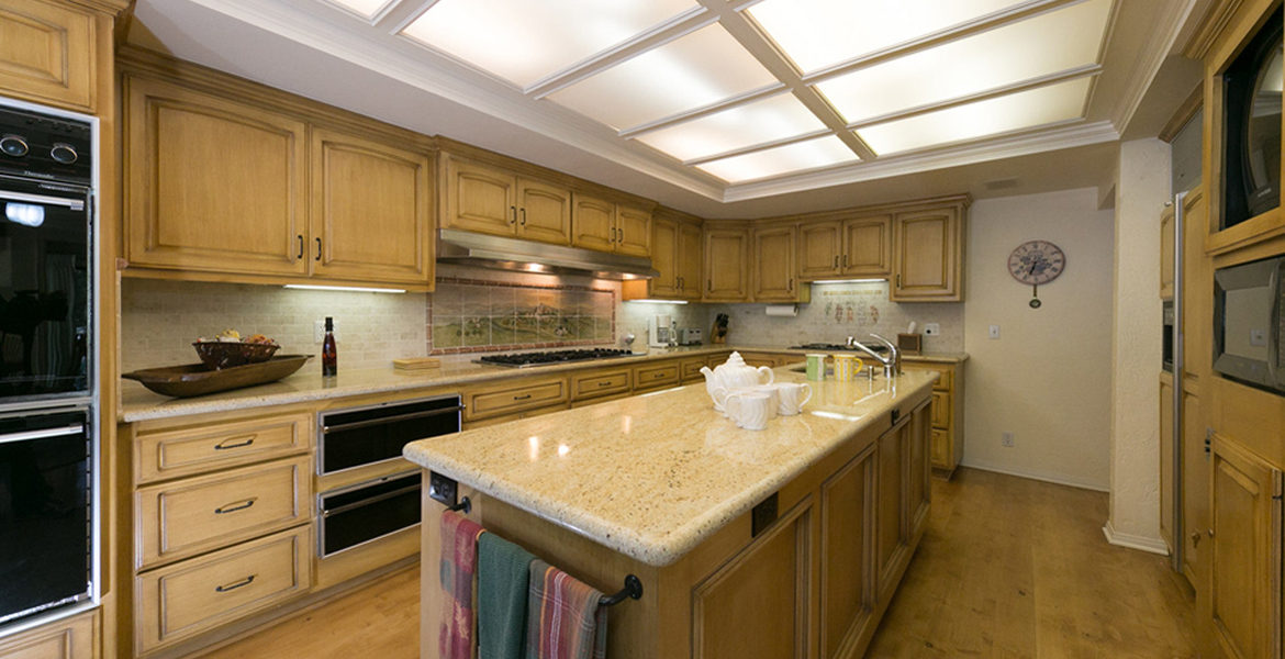 716-oak-point-kitchen