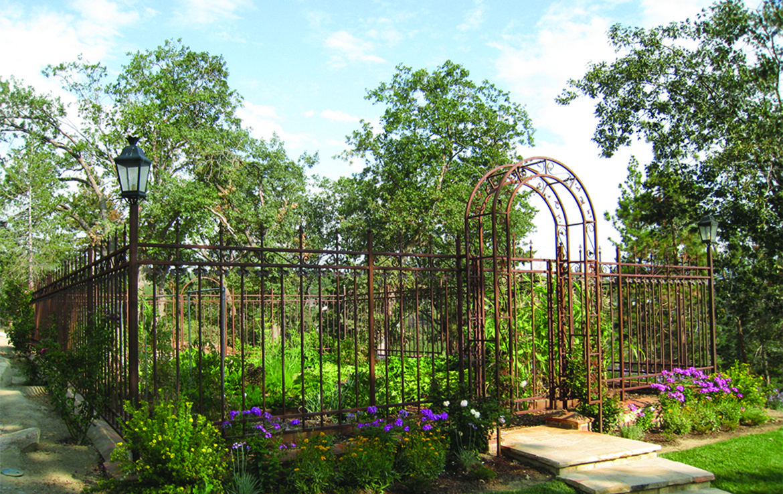 1437-canterbury-garden
