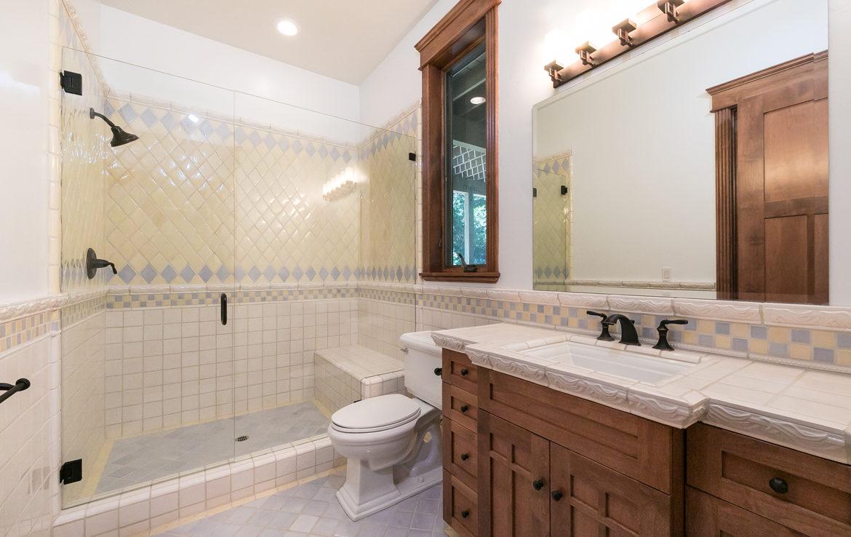 250-brentwood-bath2