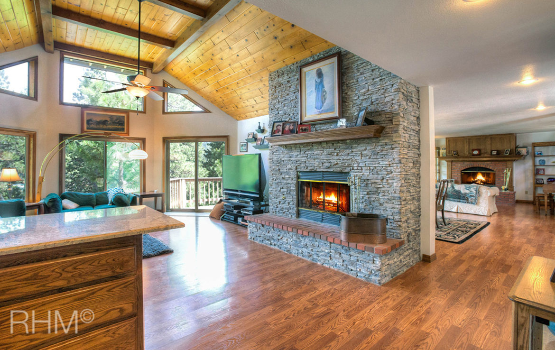 27418-north-bay-livingroom