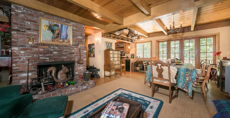 275-green-leaf-ln-familyroom