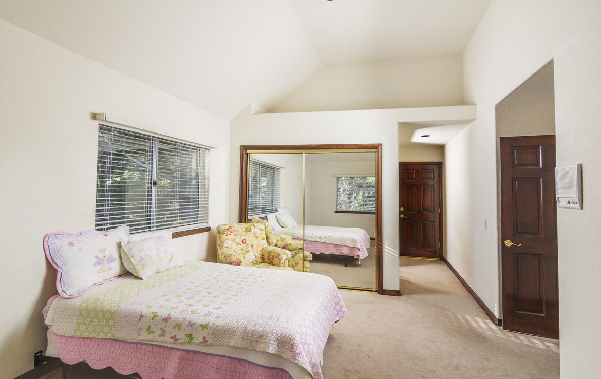 27603-meadowbay-bed-1