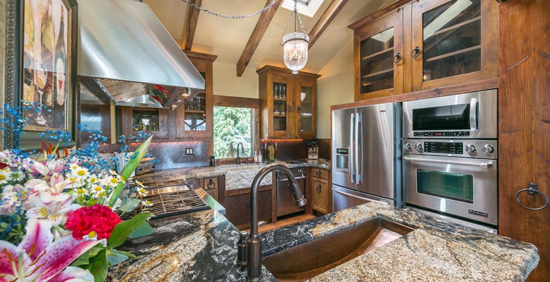 27693-caribou-kitchen