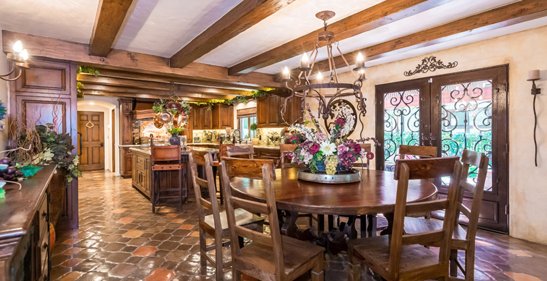 27818-peninsula-dining-kitchen
