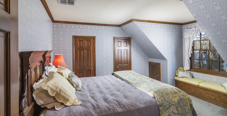 28045-peninsula-bed-2