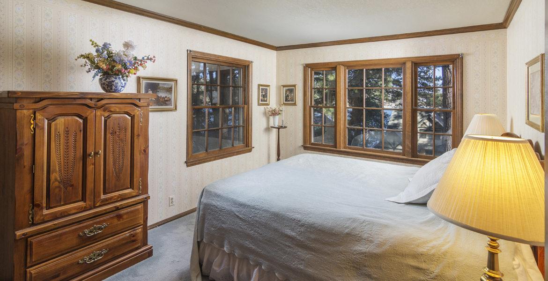 28045-peninsula-bed-3