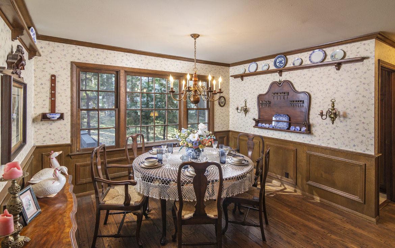 28045-peninsula-dining-formal