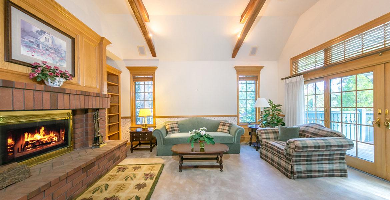 433-bay-view-livingroom