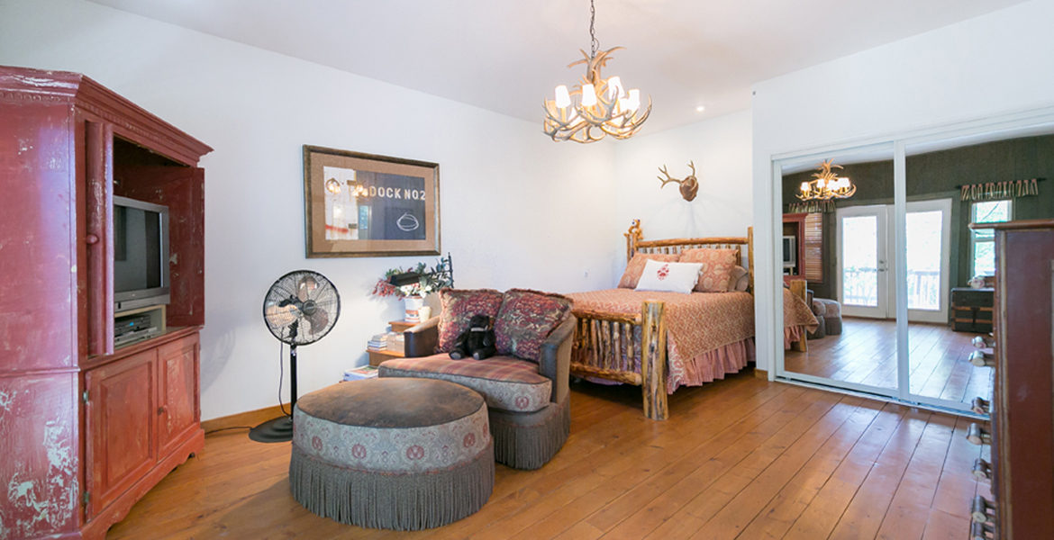 450-st-hwy-173-guestapt-bedroom