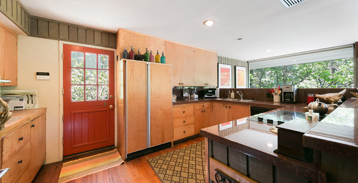 450-st-hwy-173-kitchen