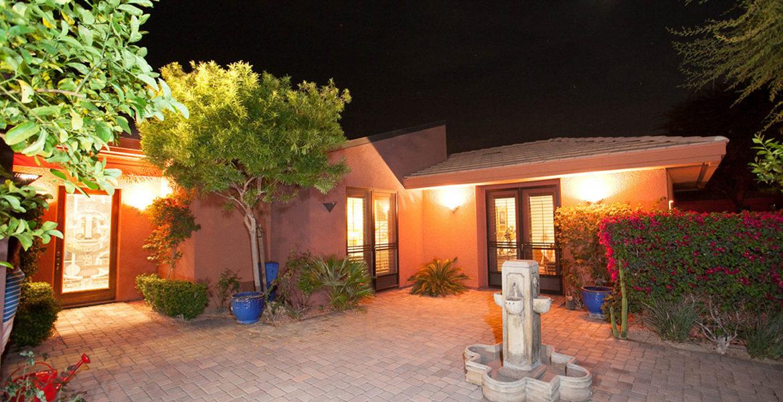 50455-viapuente-courtyard