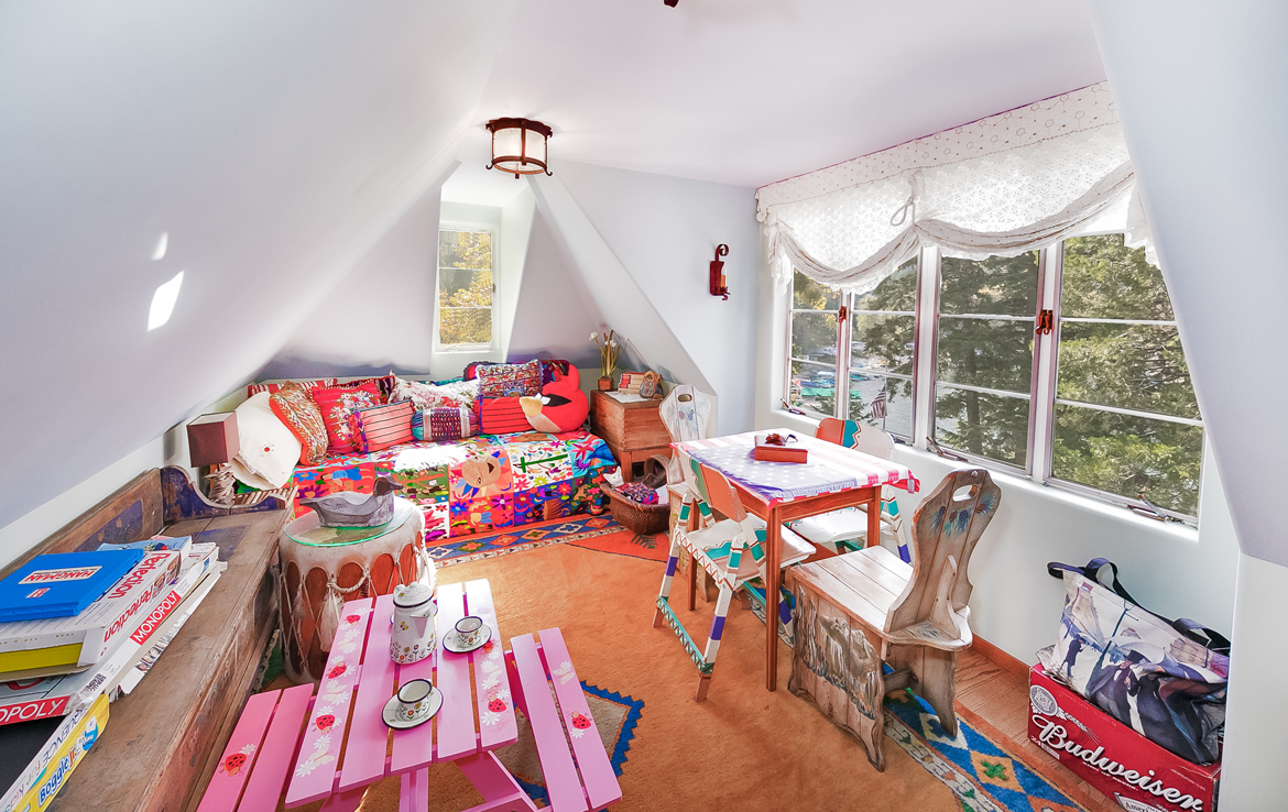 458-st-hwy-173-playroom