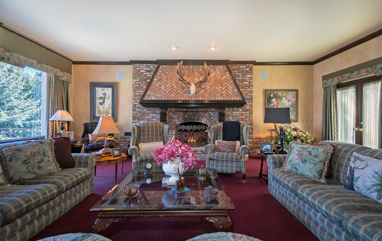 27409-north-bay-familyroom