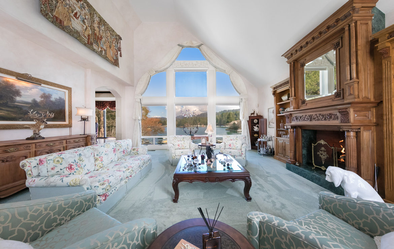 27409-north-bay-livingroom