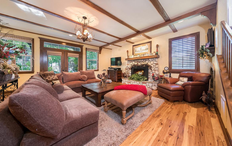 1030-beaver-livingroom