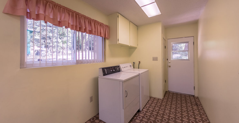 22945-redwood-way-laundry