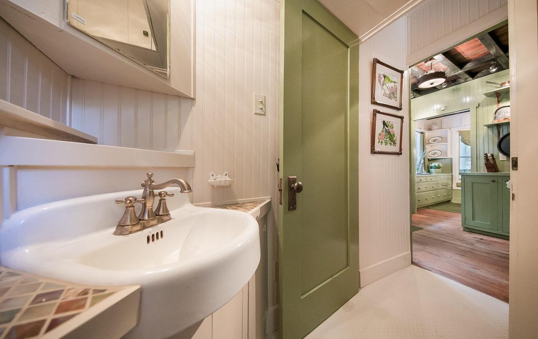 655-cottage-grove-bath
