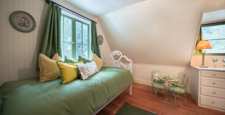 655-cottage-grove-bedroom2