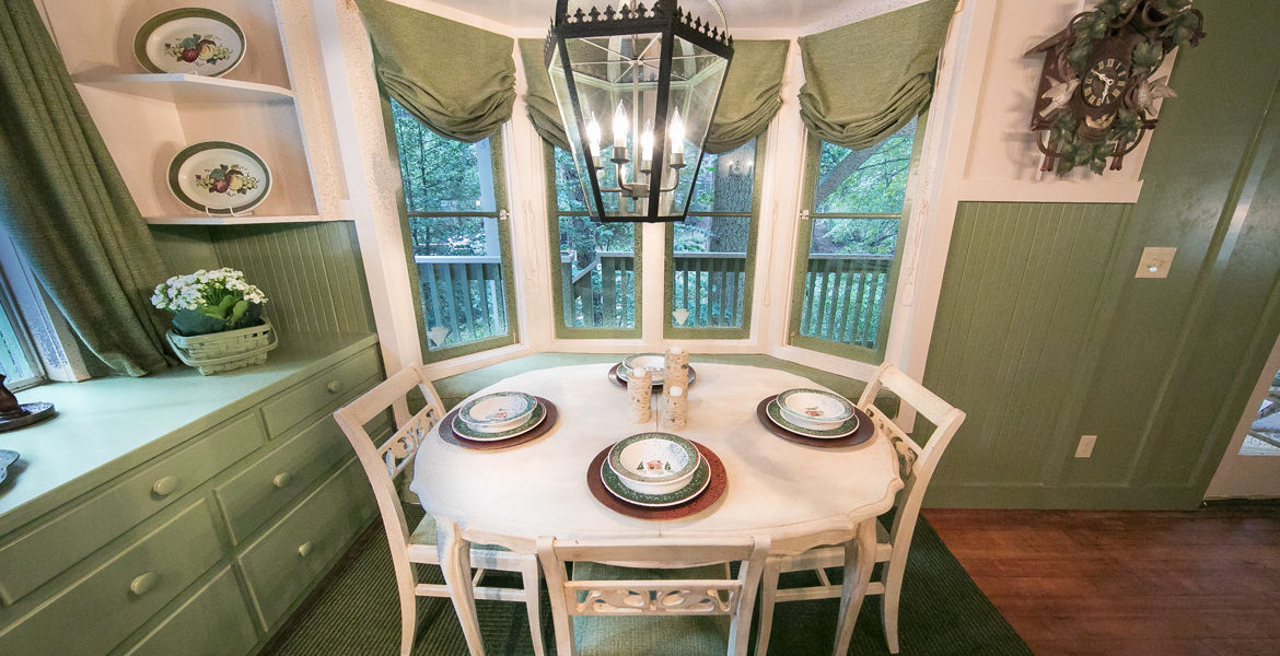 655-cottage-grove-dining