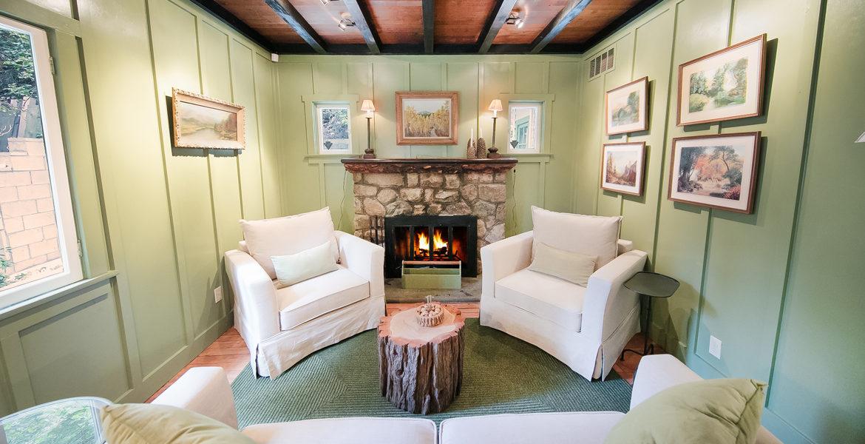 655-cottage-grove-livingroom