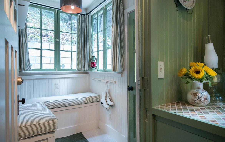 655-cottage-grove-mudroom