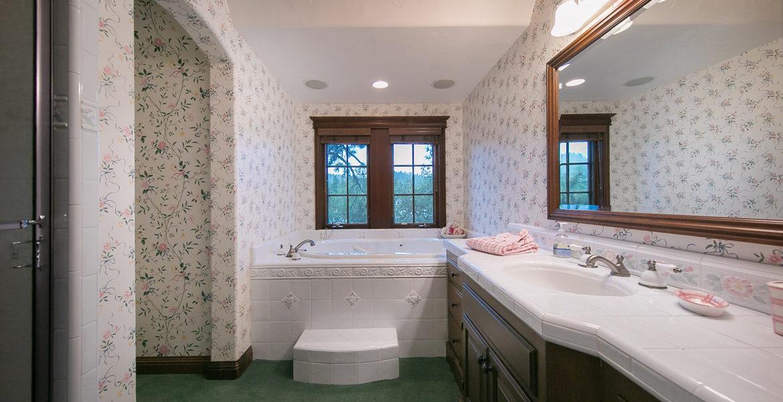 28055-peninsula-bath