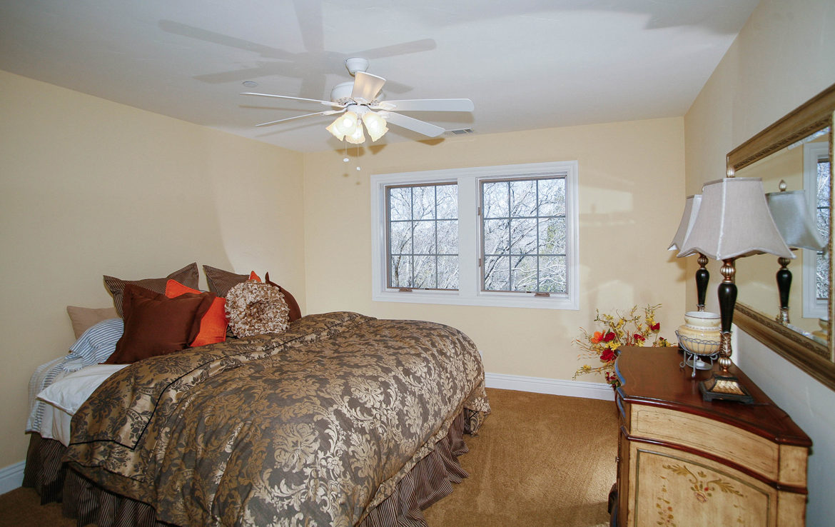 331-cedar-ridge-bedroom2