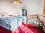 984-tirol-way-bedroom2