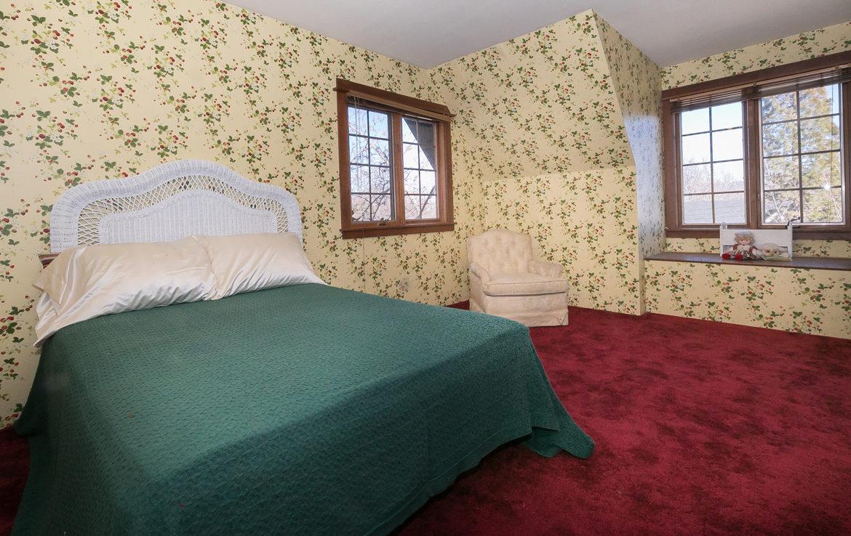 984-tirol-way-bedroom3