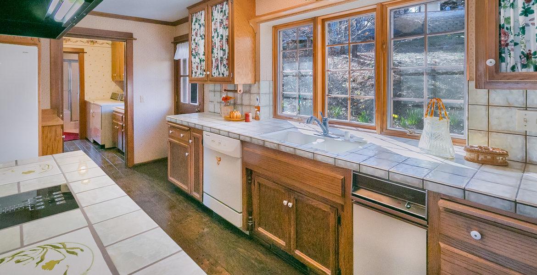 984-tirol-way-kitchen
