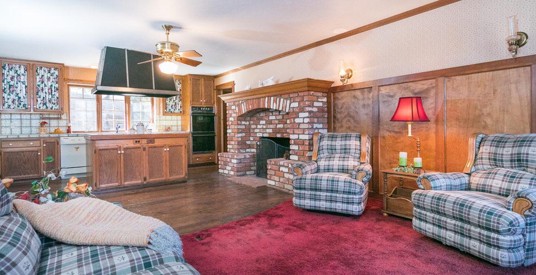 984-tirol-way-livingroom