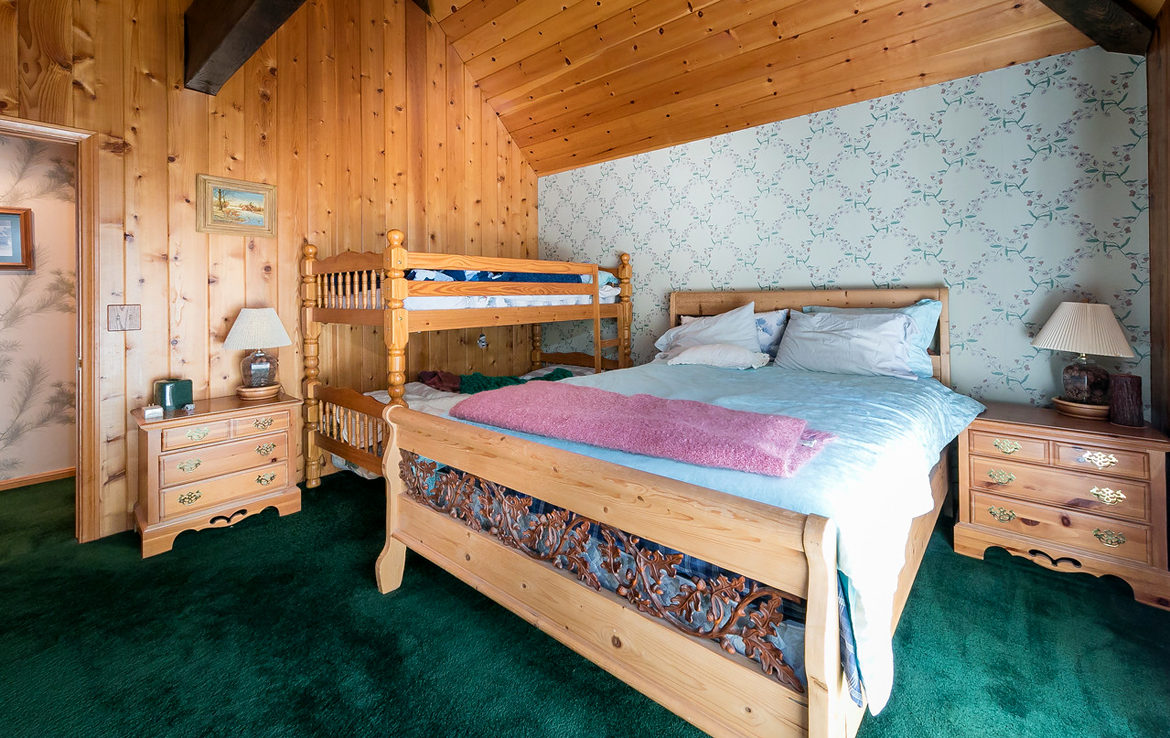 954-tirol-way-bedroom2