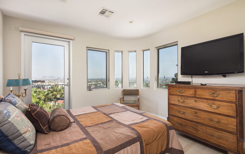 8218-hollywood-bedroom3