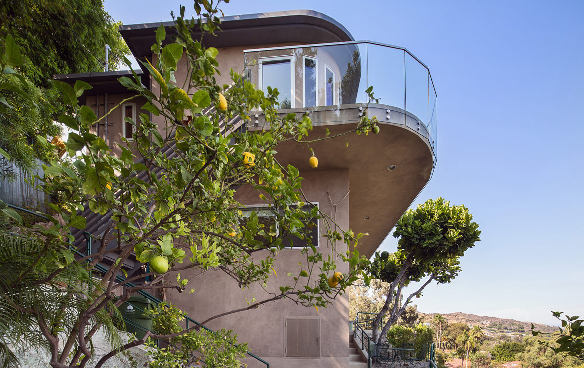 8218-hollywood-ext-side
