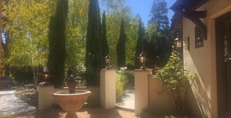 216-pheasant-run-courtyard