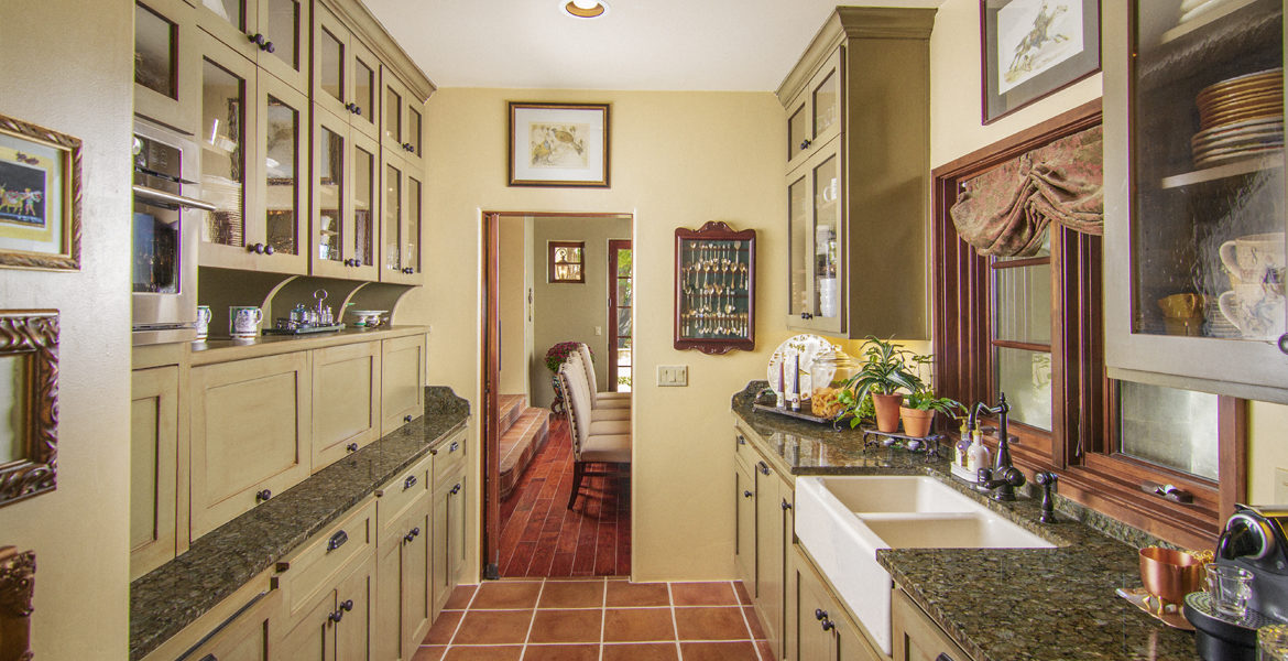 216-pheasant-run-butler-pantry