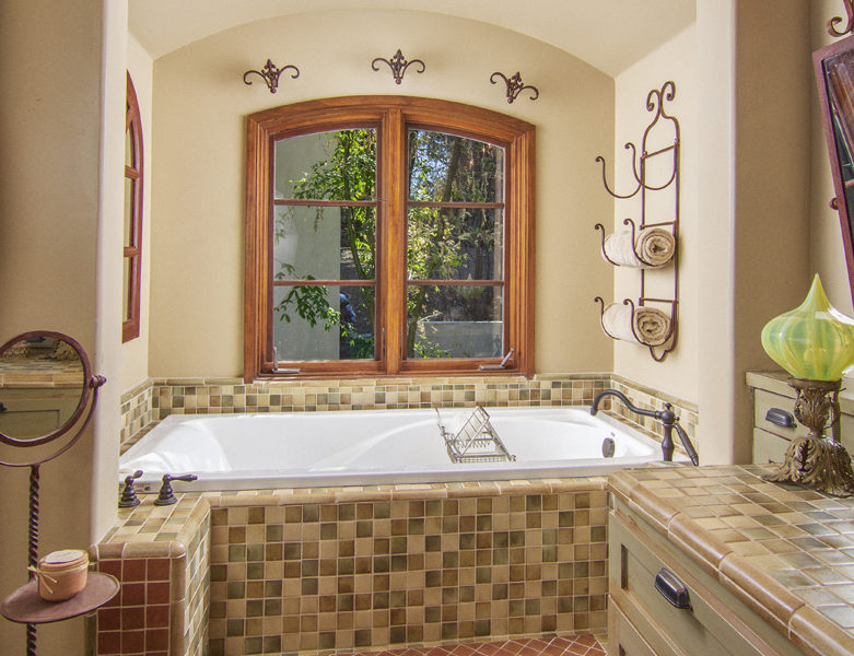 216-pheasant-run-master-bath-4