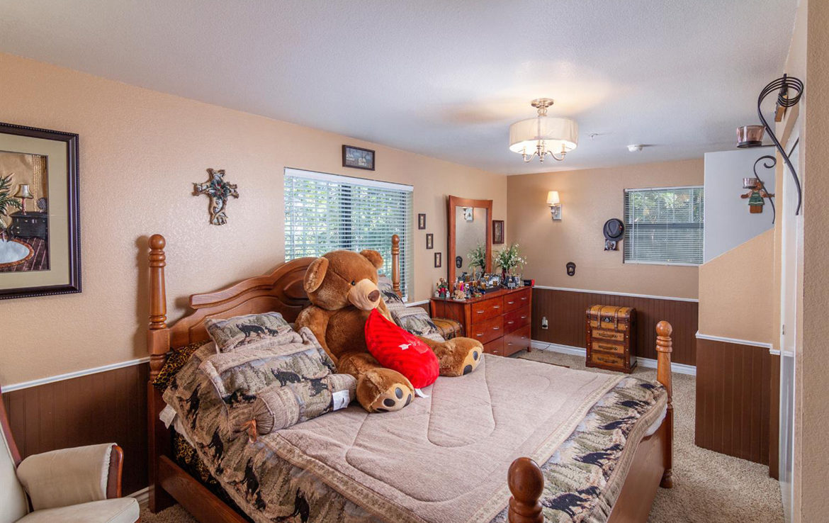 1003-toll-house-bedroom