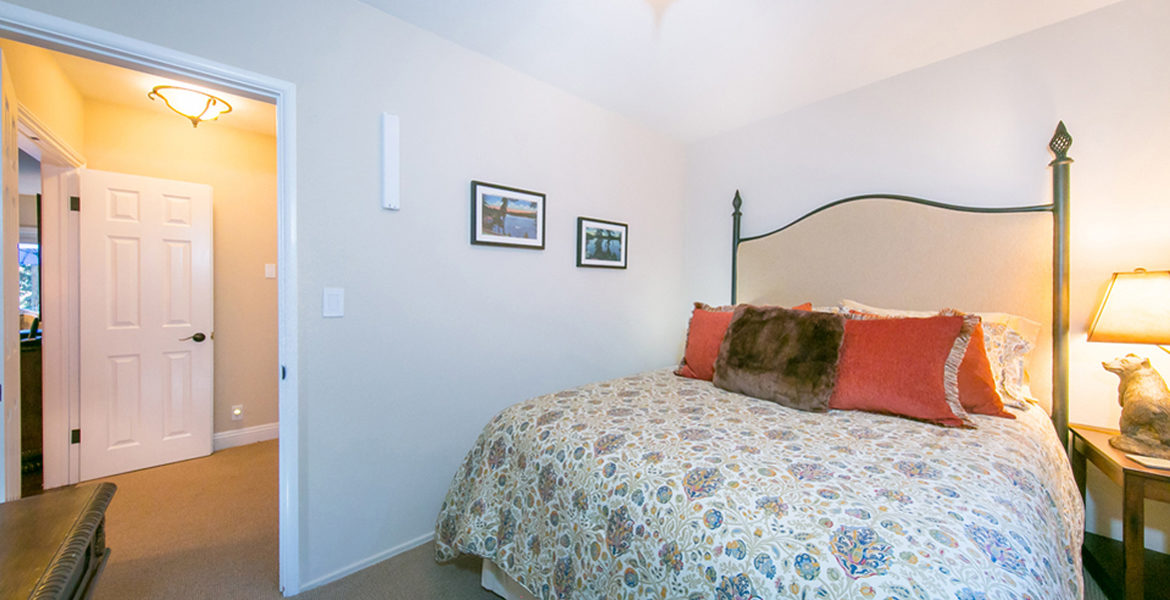 191-hwy-173-guestbedroom