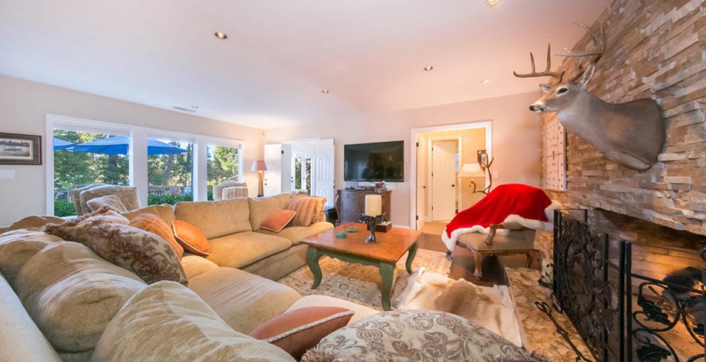 191-hwy-173-livingroom