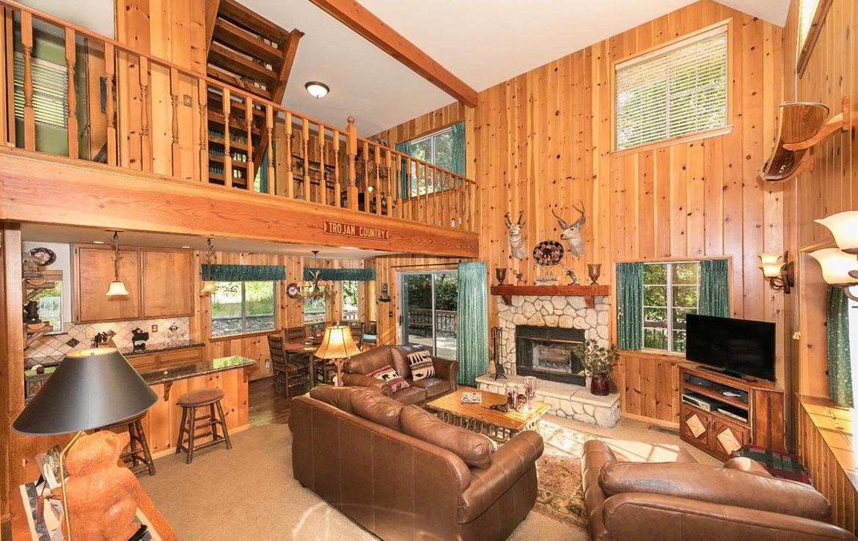 701-cottage-grove-livingroom