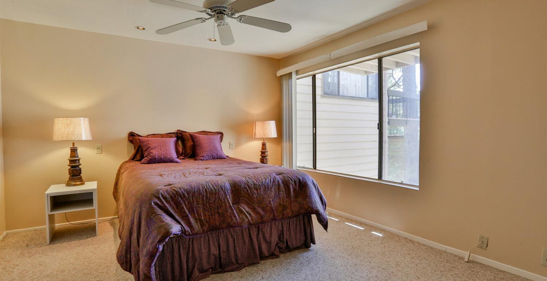 27821-peninsula-305-bedroom2