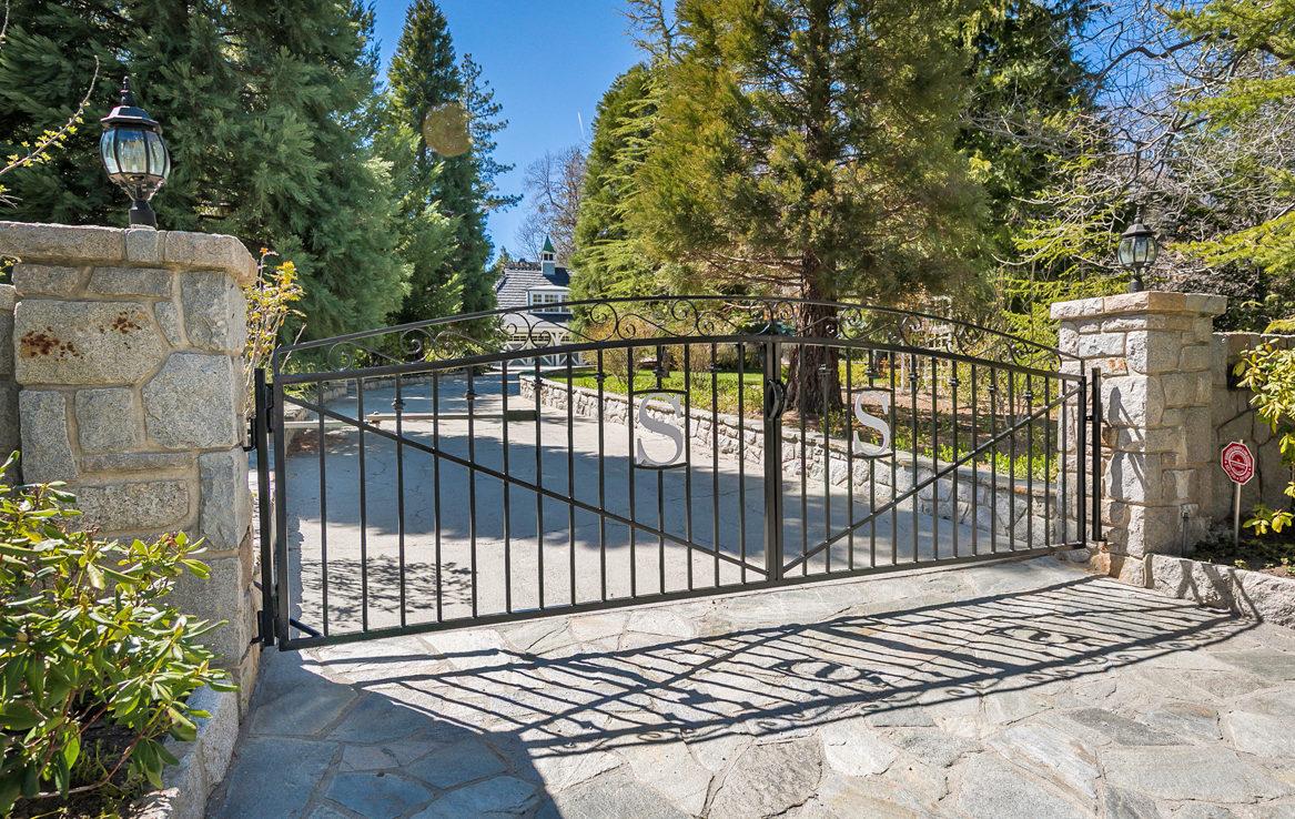 28227-north-shore-gate