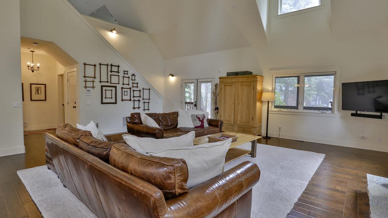 868-quail-trail-livingroom