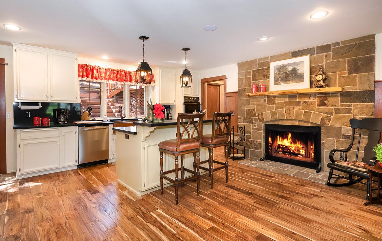 984-tirol-kitchen-dining