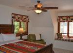 984-tirolway-bedroom1