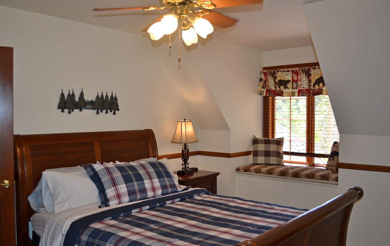 984-tirolway-bedroom2