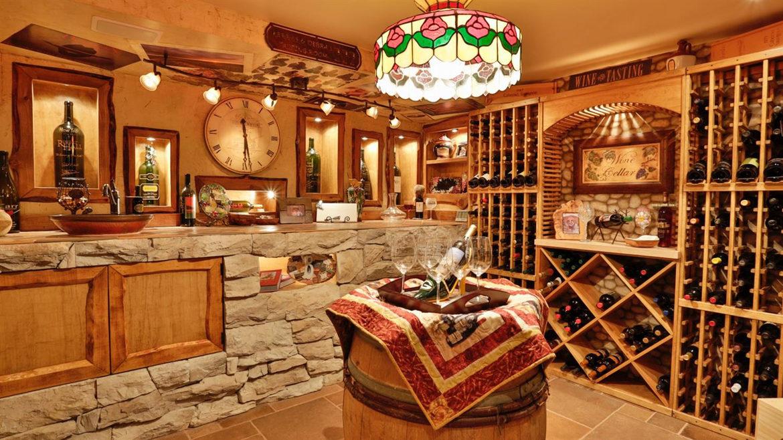 1011-black-oaks-wineroom