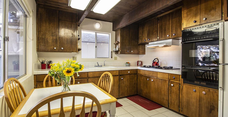 29400-lake-view-kitchen